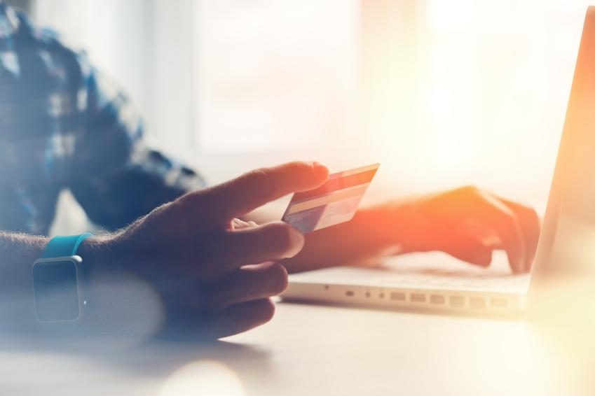 Badania ING - Polacy coraz bardziej przekonani do transakcji bezgotówkowych.