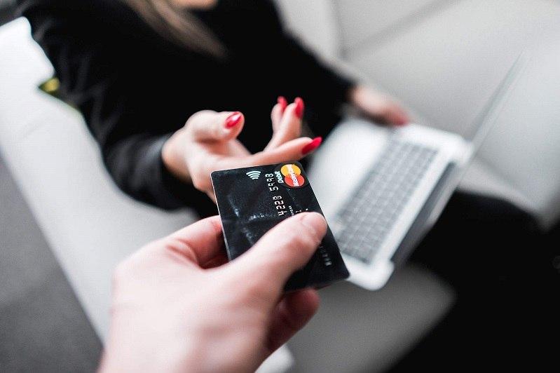 Czy komornik może zająć kartę kredytową?