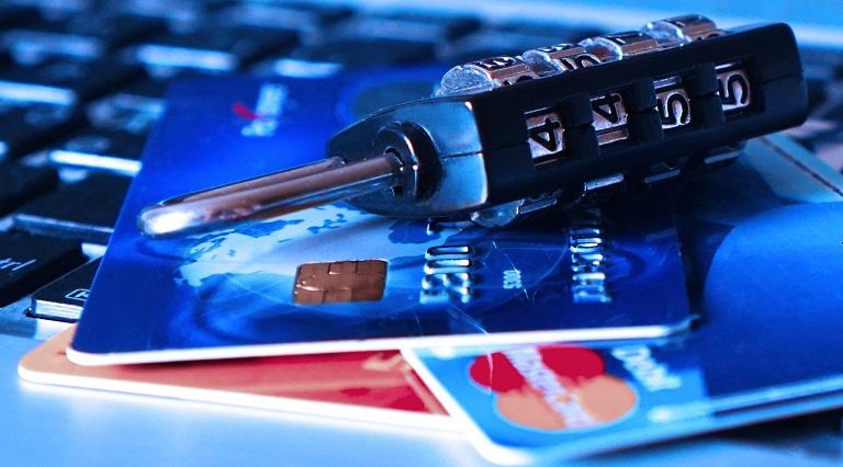 podpis na karcie płatniczej mastercard
